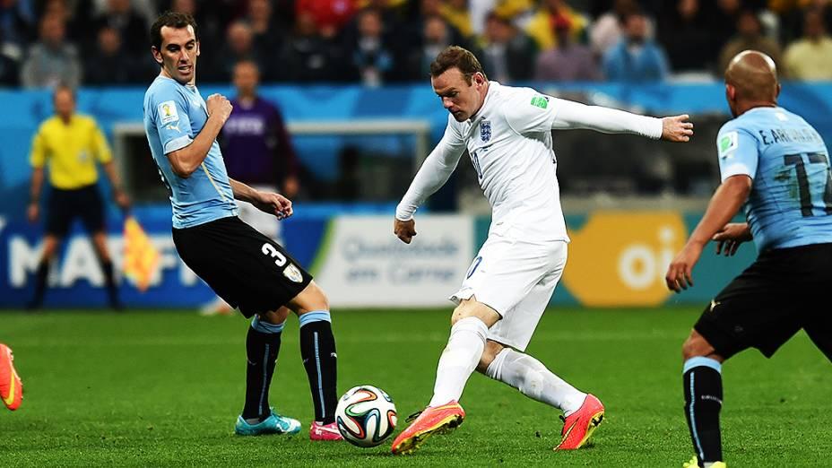 O inglês Wayne Rooney durante o jogo contra o Uruguai no Itaquerão, em São Paulo