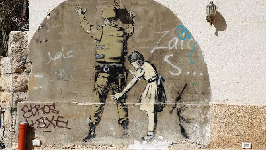 Obra de Banksy em Belém, na Palestina