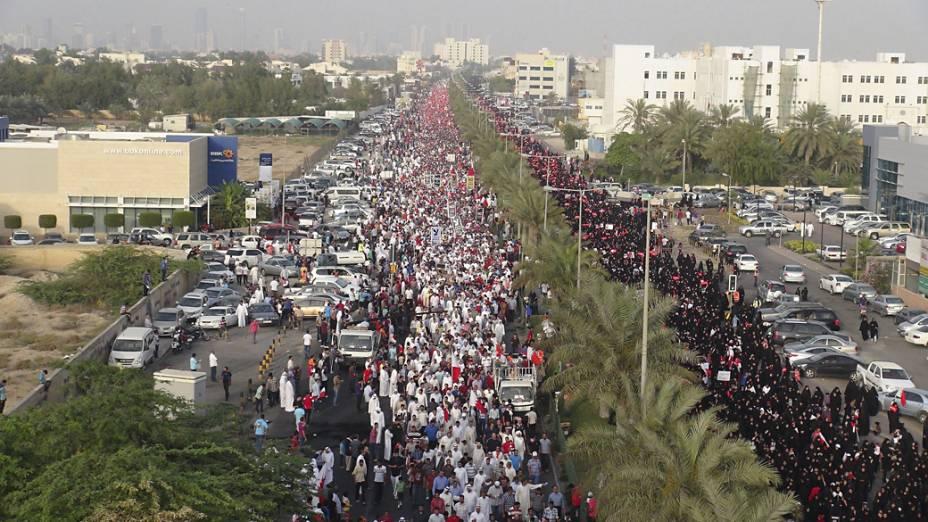 Manifestantes fazem protesto contra a realização do GP de Fórmula 1, em Manama, capital do Bahrein