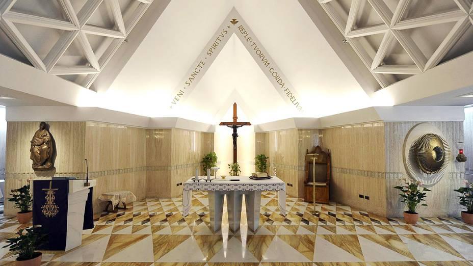 Capela da Casa Santa Marta, residência dentro do Vaticano, onde o cardeais ficam hospedados durante a realização do conclave