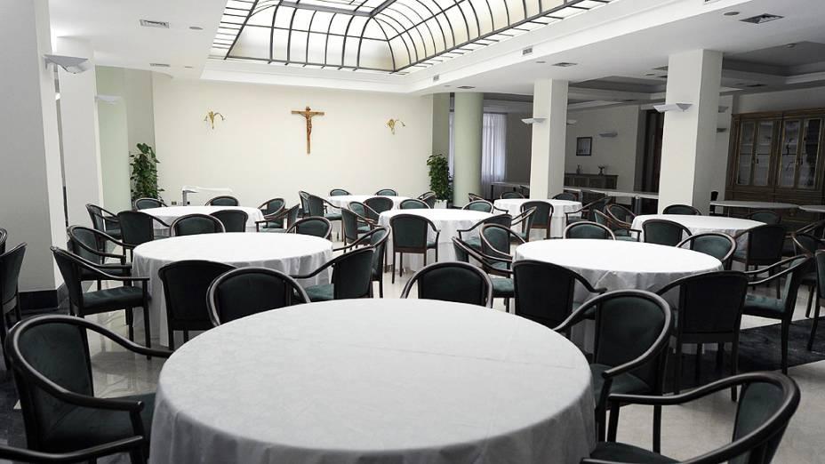 Refeitório da Casa Santa Marta, residência dentro do Vaticano, onde o cardeais ficam hospedados durante a realização do conclave