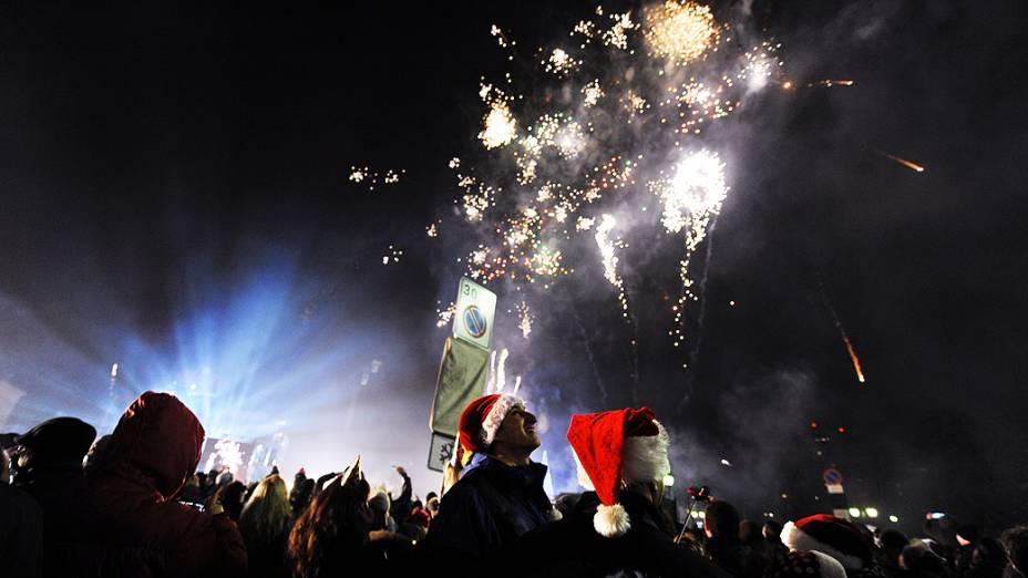 Fogos de artifício iluminam o céu na chegada do Ano Novo em Sófia, na Bulgária