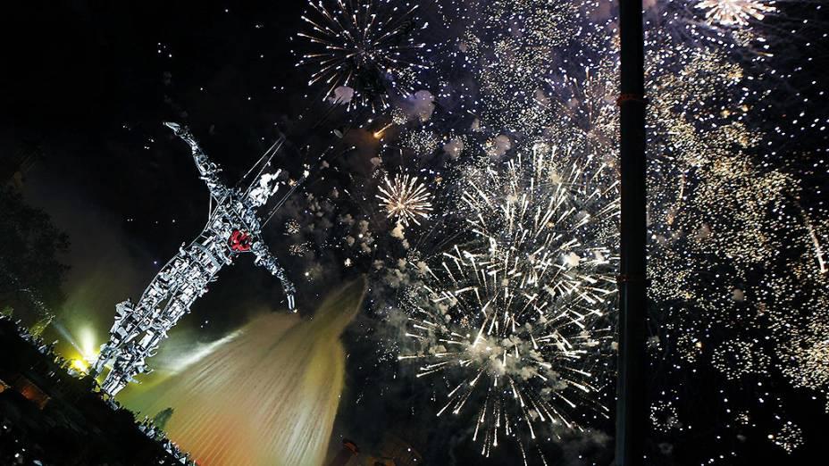 Espanhóis celebram a chegada de 2014 nos arredores daFonte Mágica de Montjuic, em Barcelona