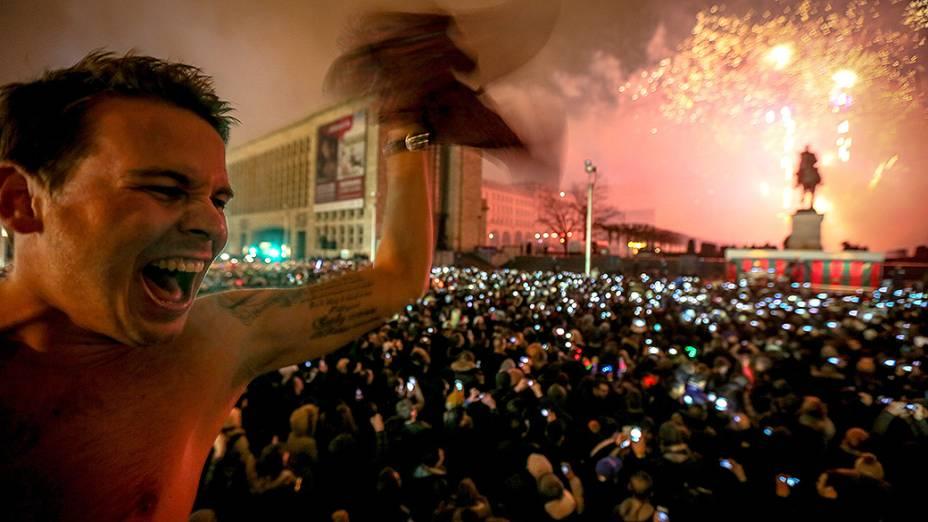 Milhares de pessoas se reuniram para celebrar a chegada de 2014 em Bruxelas, na Bélgica