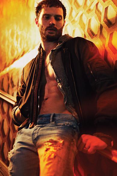 O ator Jamie Dornan em ensaio para a revista Interview