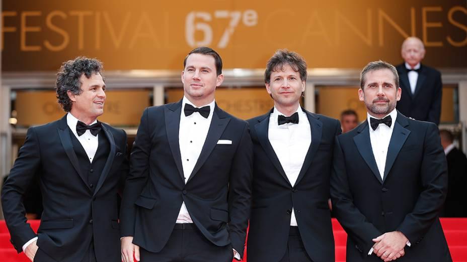 Mark Ruffalo, Channing Tatum, Bennet Miller e Steve Carell durante a exibição do filme Foxcatcher em cerimônia do 67º Festival de Cinema de Cannes, na França