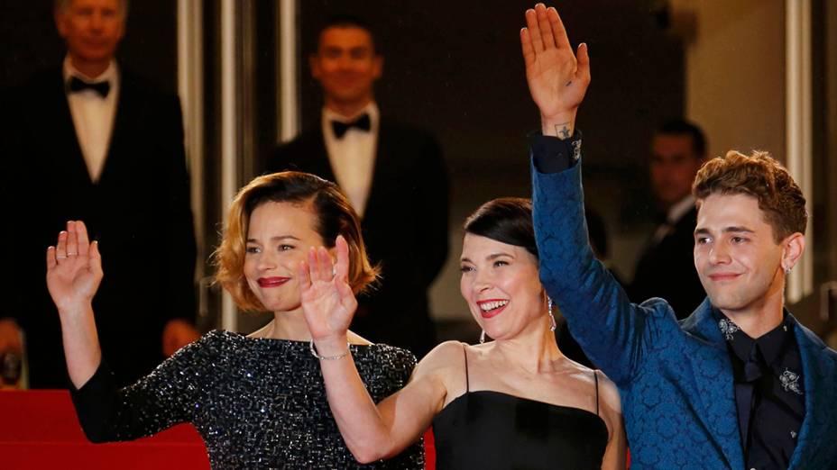 Elenco do filme Mamãe é fotografado durante cerimônia do 67º Festival de Cinema de Cannes, na França