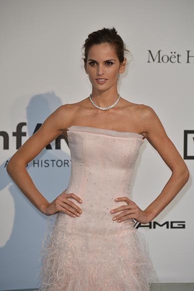 A modelo brasileira Izabel Goulart é fotografada durante cerimônia do 67º Festival de Cinema de Cannes, na França