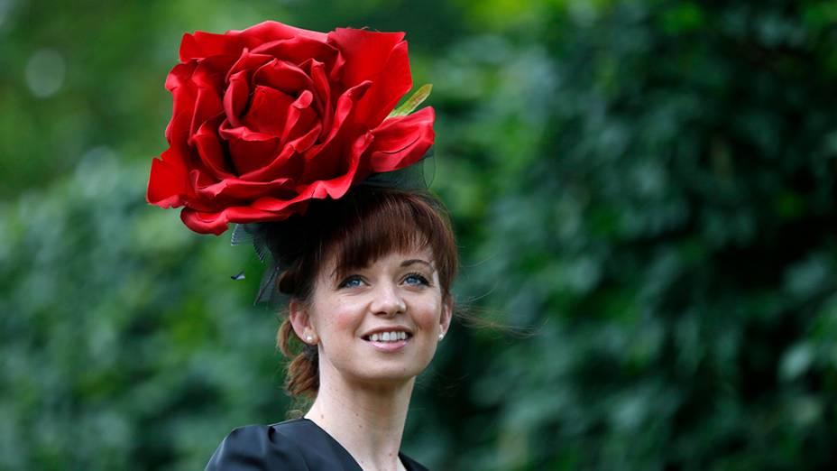 Convidada na Royal Ascot que reúne membros de toda a realeza britânica; O evento acontece uma vez ao ano desde 1711 e tem a tradição como característica marcante da corrida de cavalos