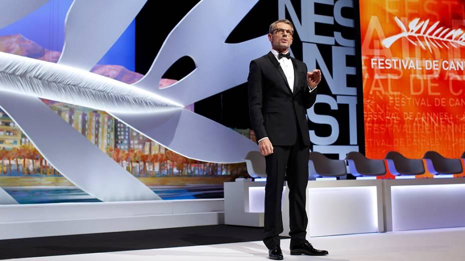 O ator francês Lambert Wilson, mestre de cerimônia do 67º Festival de Cinema de Cannes, é fotografado durante a festa de abertura, na França