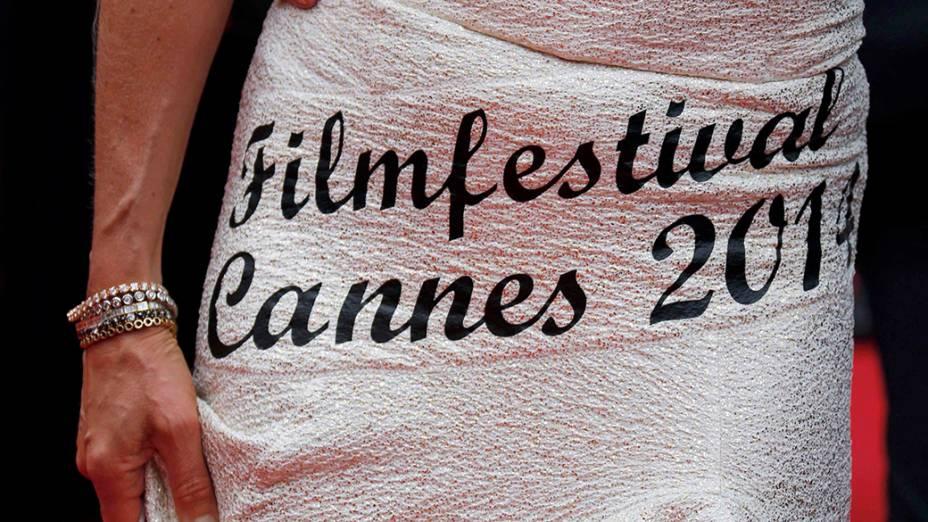 Traje utilizado por uma convidada durante a abertura do 67º Festival de Cinema de Cannes, na França