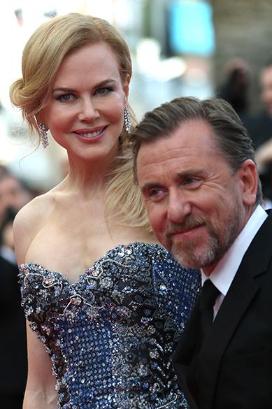 A atraiz australiana Nicole Kidman e o britânico Tim Roth são fotografados durante a cerimônia de abertura do 67º Festival de Cinema de Cannes, na França