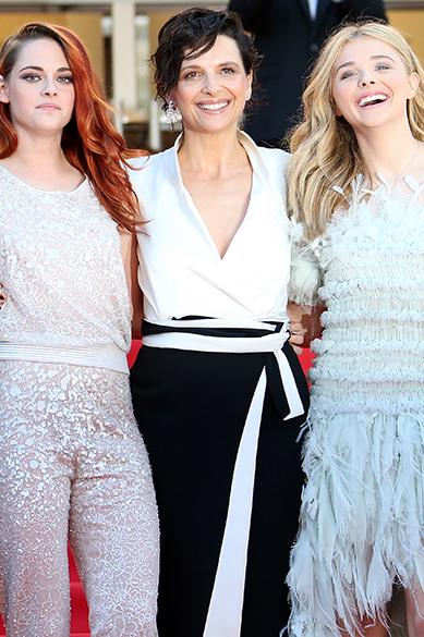 Kristen Stewart, Juliette Binoche e Chloe Moretz são fotografadas durante cerimônia do 67º Festival de Cinema de Cannes, na França