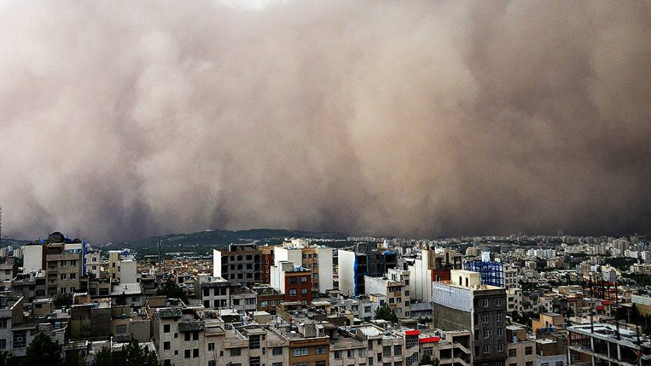 Tempestade de areia de grandes proporções no Teerã, capital do Irã
