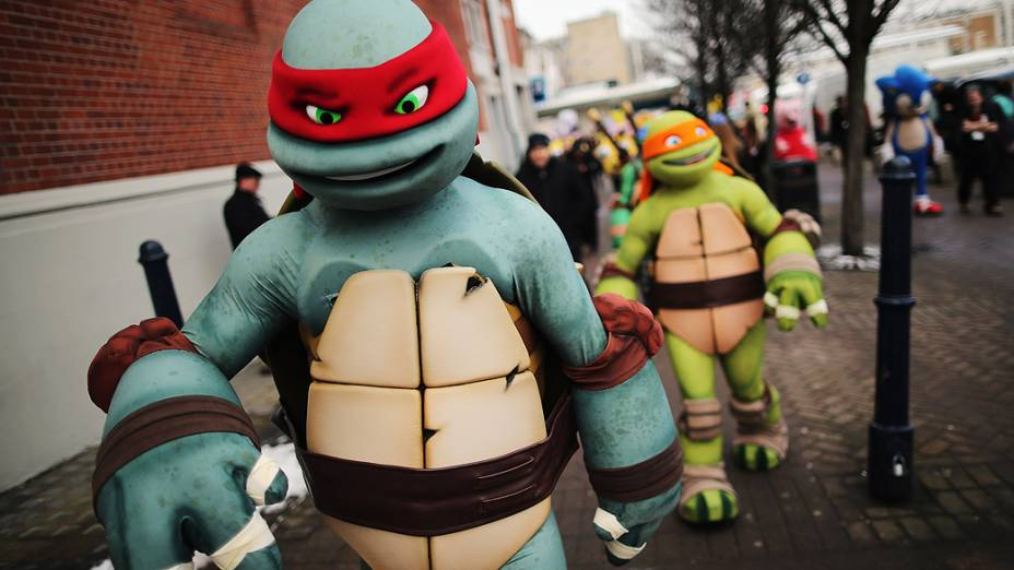 Mascotes de personagens das Tartarugas Ninja participam da feira anual de brinquedos de Londres