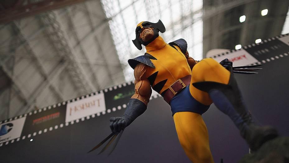 Miniatura do personagem Wolverine em exibição durante a feira anual de brinquedos em Londres