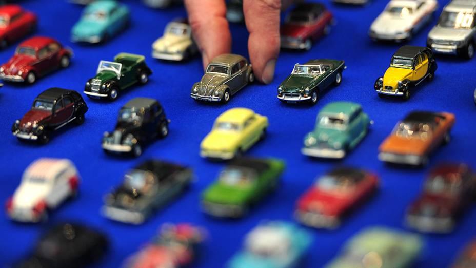 Carros de brinquedo são exibidos na feira anual de brinquedos de Londres