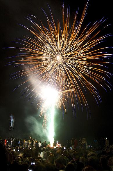 Celebração de Ano Novo na cidade de Queenstown, na Nova Zelândia