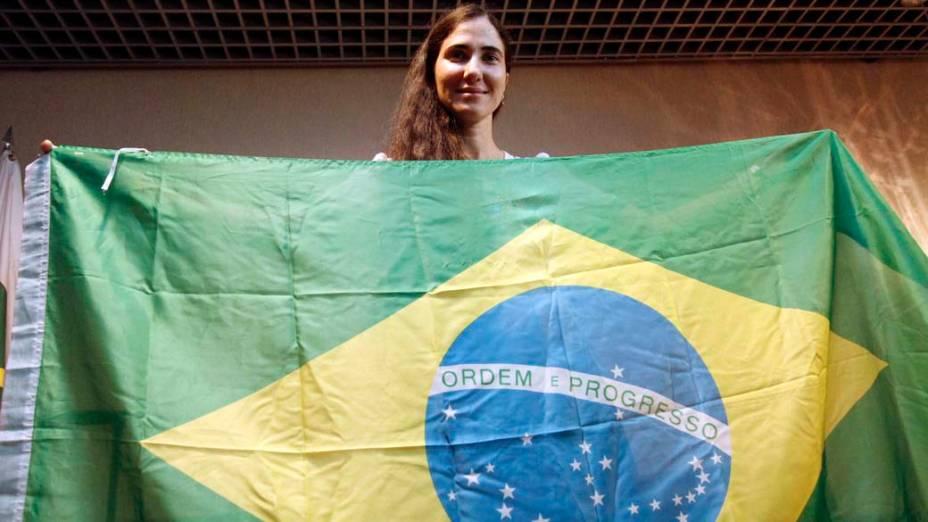 Yoani Sánchez ao desembarcar no Brasil em 18/02/2013