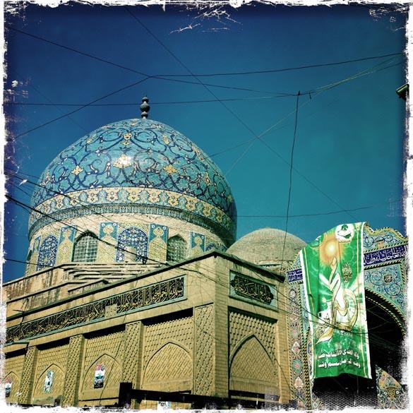 Foto tirada com um iPhone, mostra mesquita na capital iraquiana Bagdá