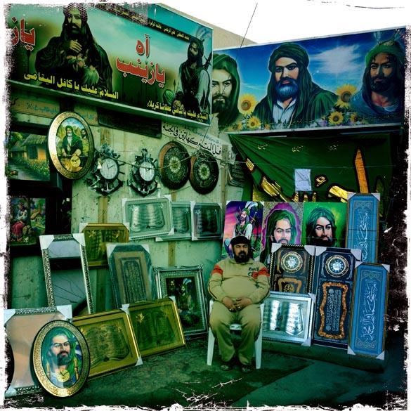 Loja decorada com imagens de Imam Hussein, reverenciado pelos muçulmanos xiitas, em Bagdá