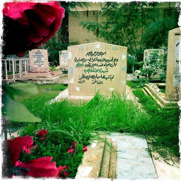 Túmulo de combatentes árabes desconhecidos, enterrado no Cemitério dos mártires sunitas em Bagdá