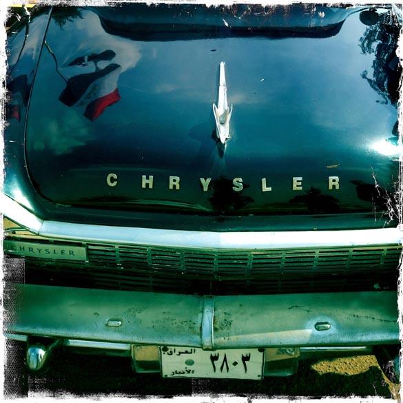 Automóvel da Chrysler de 1958, durante encontro de veículos em Bagdá