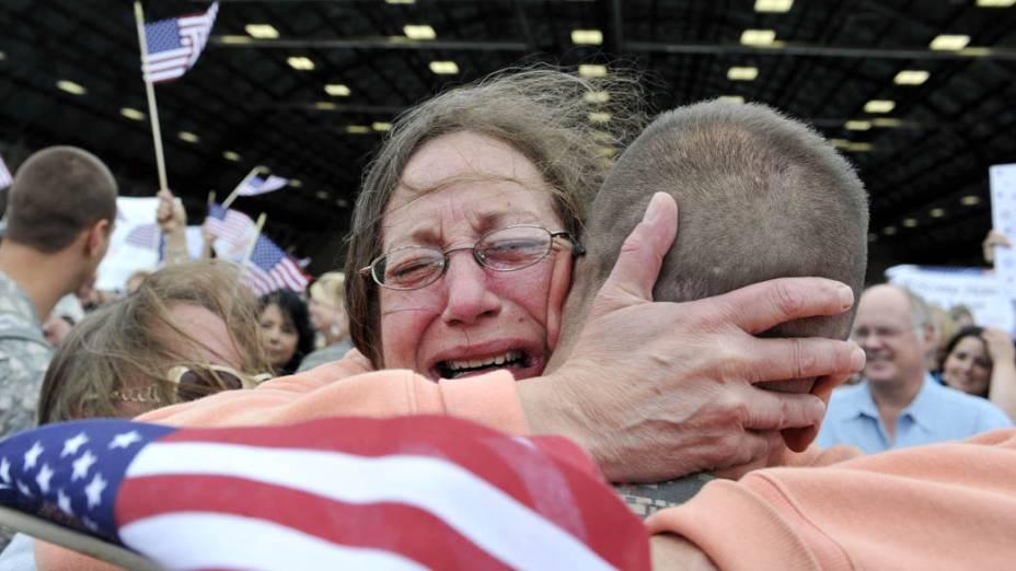 Familiares recebem soldados americanos que retornaram do Iraque