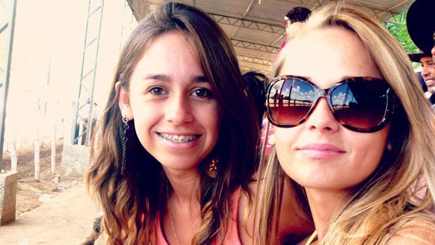 """As irmãs Louise e Andressa Farias Brissow. Louise fez aniversário na última sexta e ganhou homenagem da irmã, que postou uma foto das duas no facebook com a legenda """"paaaaraabéénss e vamos dá jeito na festinha né bonitinha!"""". As duas nasceram em Itaqui."""
