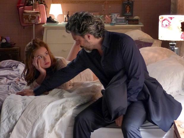 No capítulo que vai ao ar nesta quinta-feira, Maria Isis (Marina Ruy Barbosa) vai perguntar se José Alfredo (Alexandre Nero) tem planos de assumir o relacionamento com ela