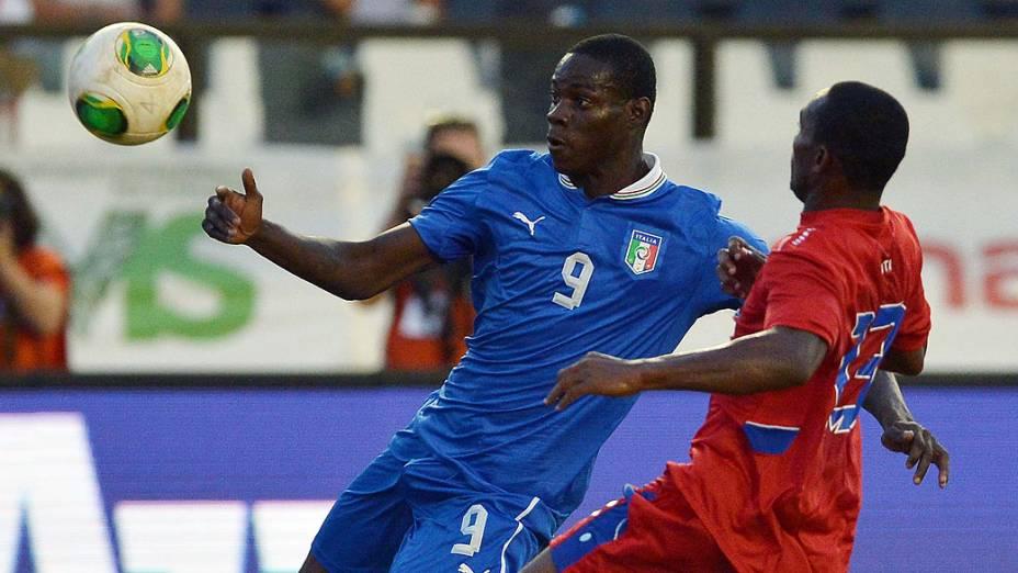 Em clima de preparação para a Copa das Confederações, a seleção da Itália enfrentou nesta terça-feira (11) o Haiti, em partida amistosa no Estádio São Januário