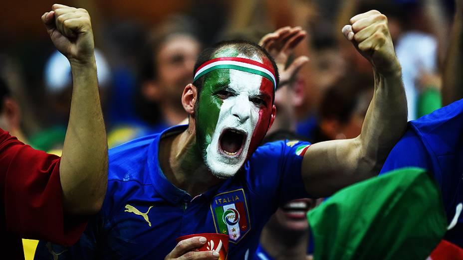 Torcedor da Itália durante o jogo contra a Inglaterra na Arena Amazônia, em Manaus