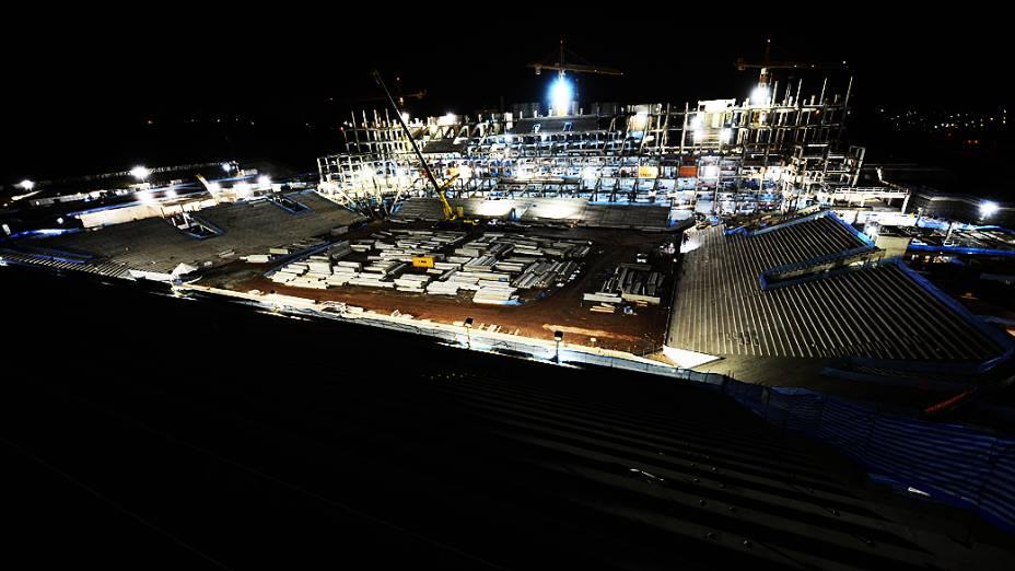 Vista noturna das obras do estádio do Corinthians, em Itaquera, região leste de São Paulo