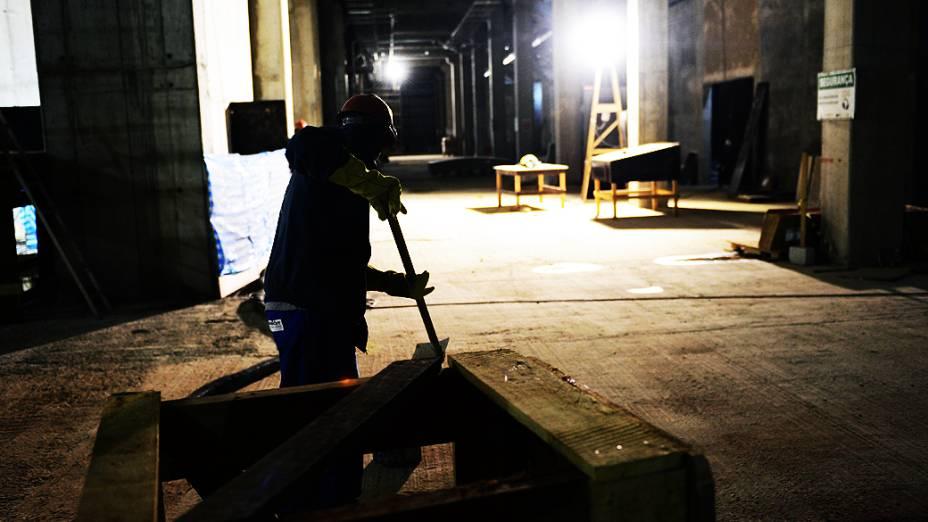 Operário trabalha no setor leste da obra do Itaquerão