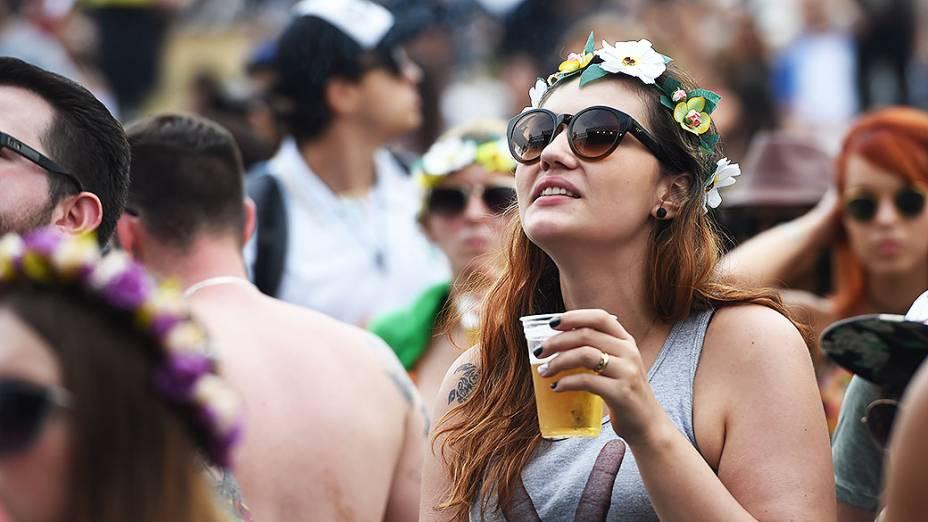 Público durante apresentação da banda Far From Alaska no segundo dia do Festival Lollapalooza 2015, em São Paulo