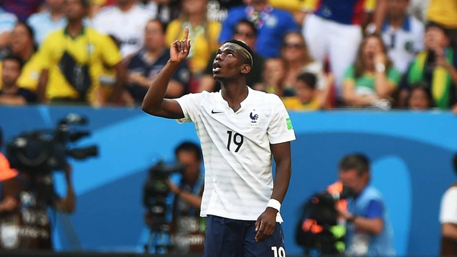 Pogba, da França, comemora gol contra a Nigéria