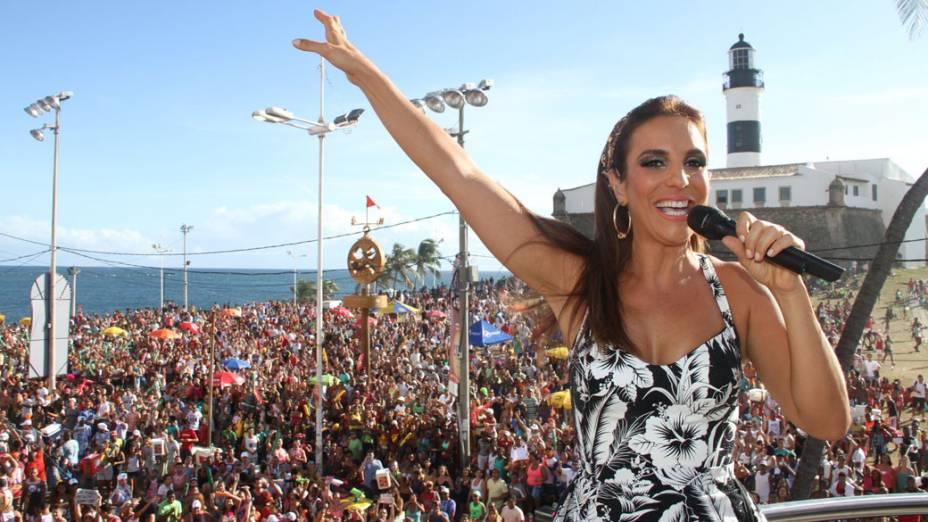 Ivete Sangalo agita o público em Salvador (20/02/2012)