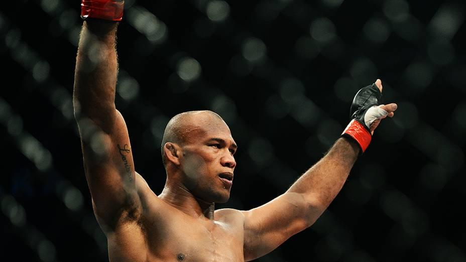O brasileiro Ronaldo Jacaré vence o americano Chris Camozzi no UFC Jaraguá do Sul, norte de Santa Catarina