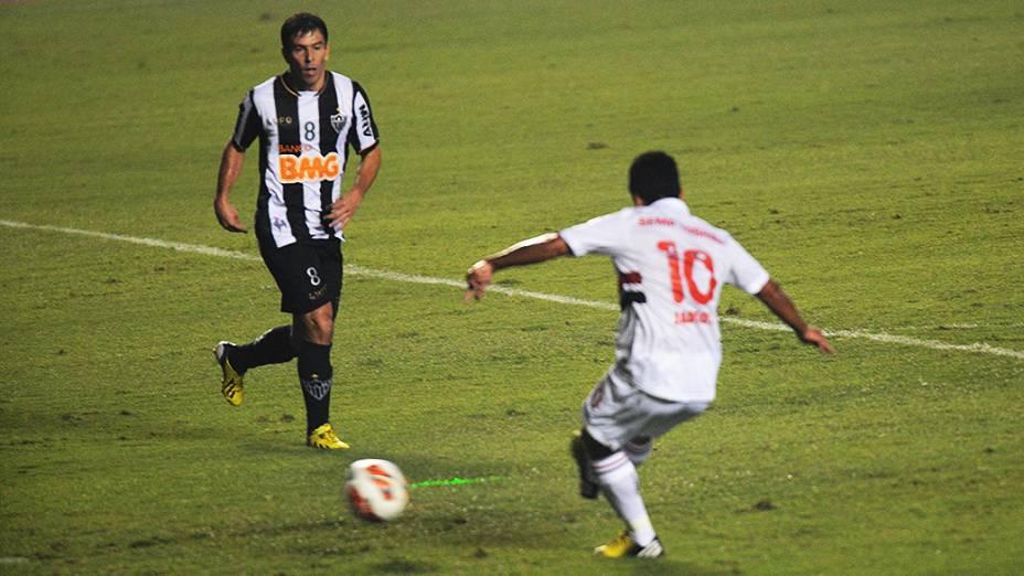 Jadson abriu o placar aos 8 minutos para o São Paulo no Morumbi
