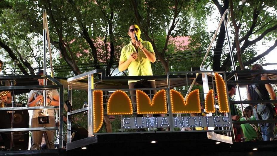 Jammil coordena a folia em Salvador (19/02/2012)