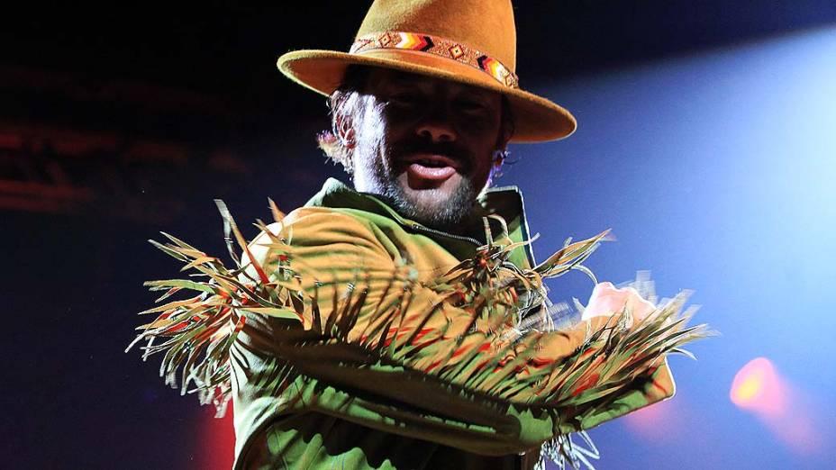 Jamiroquai voltou ao Brasil e se apresentou no Credicard Hall, em São Paulo, na noite desta quinta-feira (07). Com roupa e chapéu de vaqueiro, o vocalista Jay Kay empolgou o público com os hits da banda