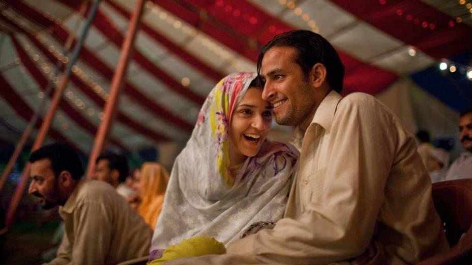 Casal paquistanês assiste ao espetáculo do Jan Baz Circus