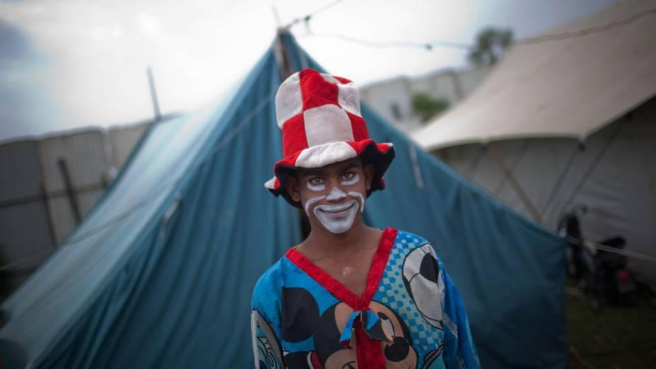 Artista do Jan Baz Circus maquiado para o espetáculo do dia 20 de Julho de 2010