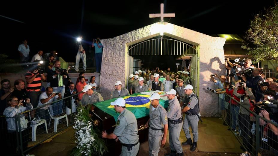 """Exumação do corpo do ex-presidente João Goulart """"Jango"""" no cemitério Jardim da Paz em São Borja"""