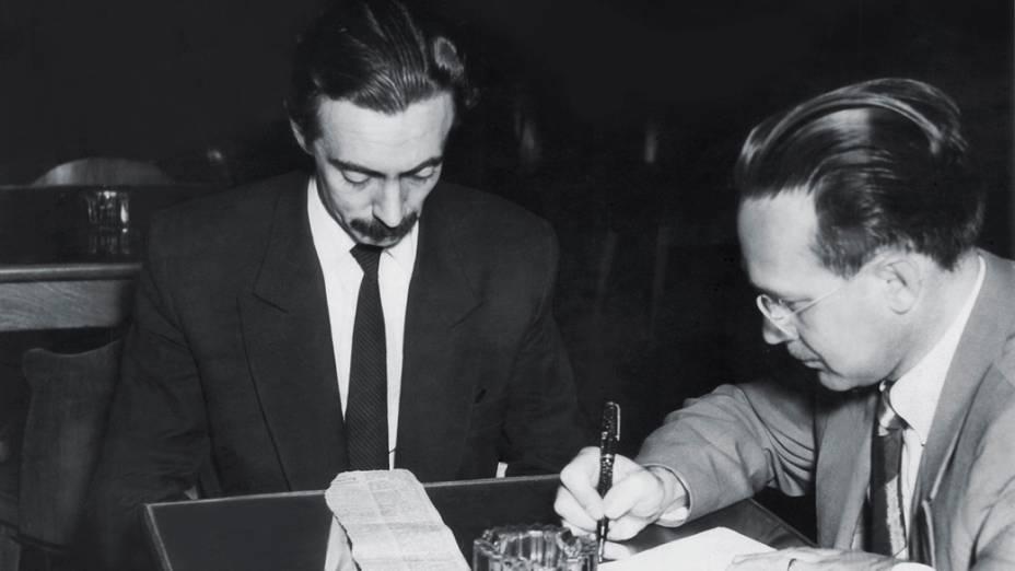 Dezembro de 1951 - Deputado estadual mais votado por São Paulo, com quase 18 mil votos, Jânio concede entrevista à imprensa