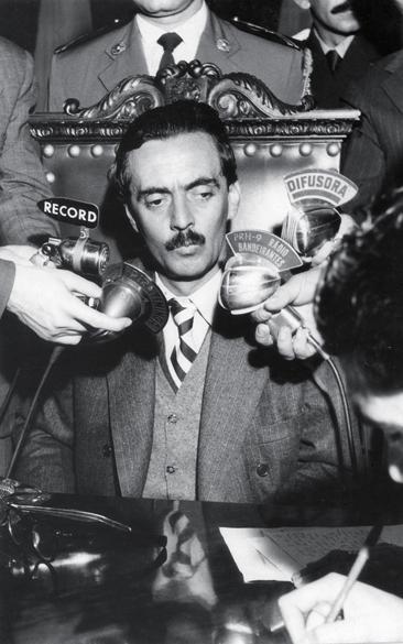 Julho de 1956 - Governador de São Paulo, fala à imprensa depois de retornar de viagem ao exterior, feita durante uma licença-saúde de sessenta dias