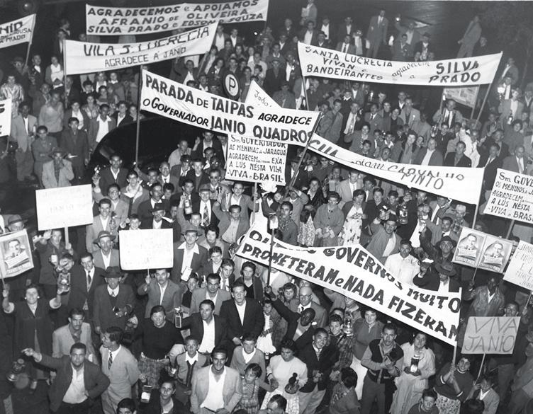 18 de julho de 1958 - Manifestação dos moradores da periferia de São Paulo em agradecimento ao governador por obras realizadas na cidade
