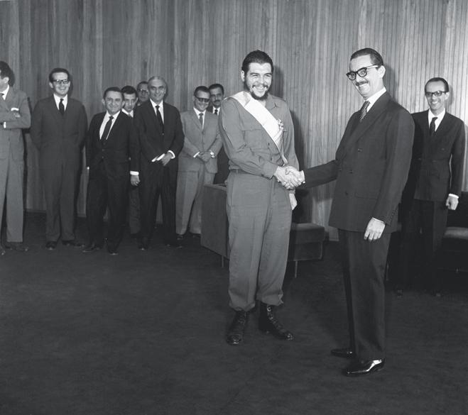 <strong>19 de agosto de 1961</strong> - A condecoração do guerrilheiro Che Guevara, então ministro das Indústrias de Cuba, seis dias antes da renúncia, foi uma provocação ao Congresso