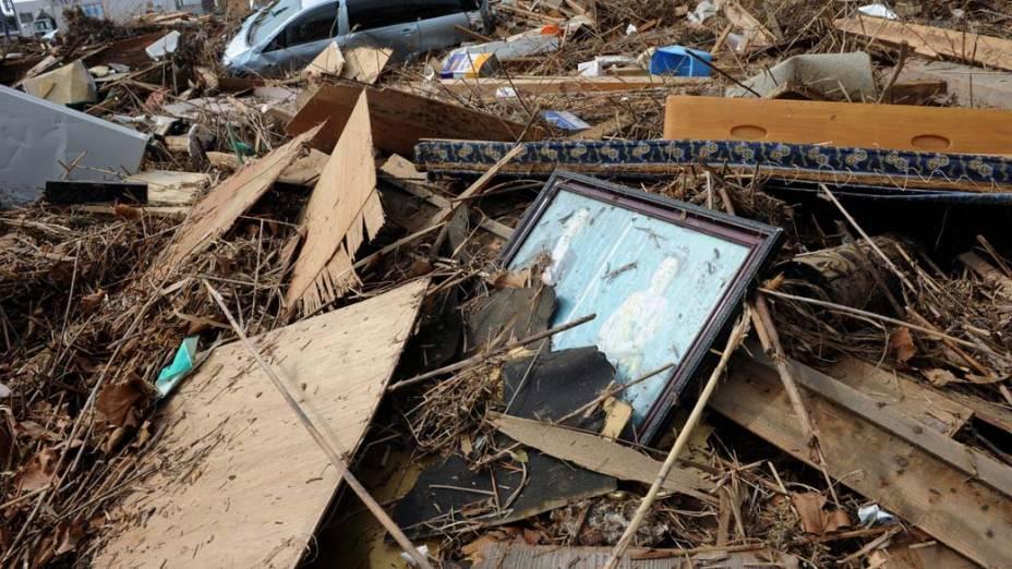 Fotos dos Imperadores do Japão em escombros na cidade de Sendai