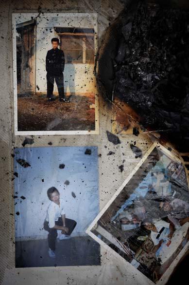 Página de álbum com fotos de família nos escombros na cidade de Minamisanriku, Japão